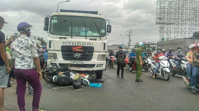 Hiện trường vụ xe container gây tai nạn liên hoàn ở Long An vào lúc 15h ngày 2/1/2019 làm 4 người thiệt mạng và nhiều người bị thương (Nguồn: VTV)