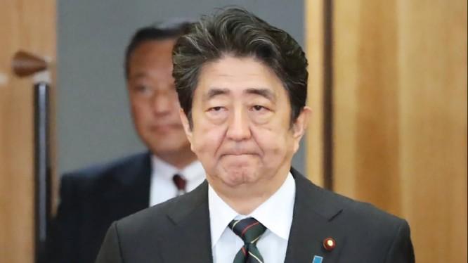 Chỉnh phủ của ông Shinzo Abe đối mặt với nhiều chỉ trích từ dư luận (Ảnh: Nikkei Asian Reivew)