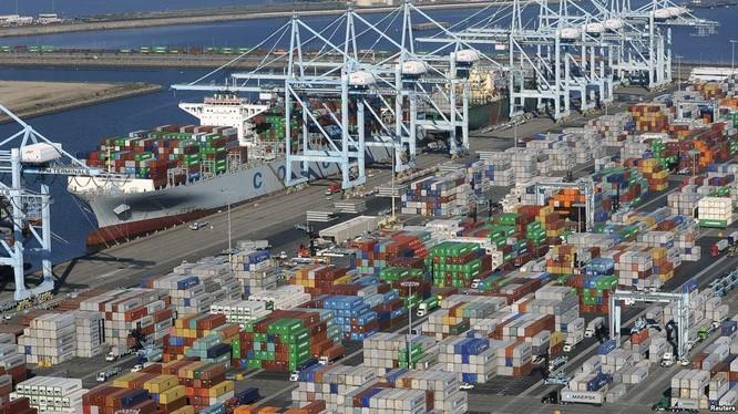 Xuất nhập khẩu hàng hóa trong tháng 1 của Việt Nam có sự vênh nhau về số liệu. Ảnh: Reuters.