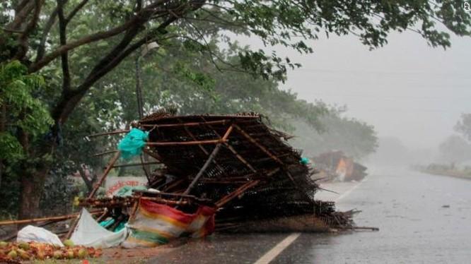 Siêu bão Fani đổ bộ và Ấn Độ gây mưa lớn và gió giật mạnh (Ảnh: AP)
