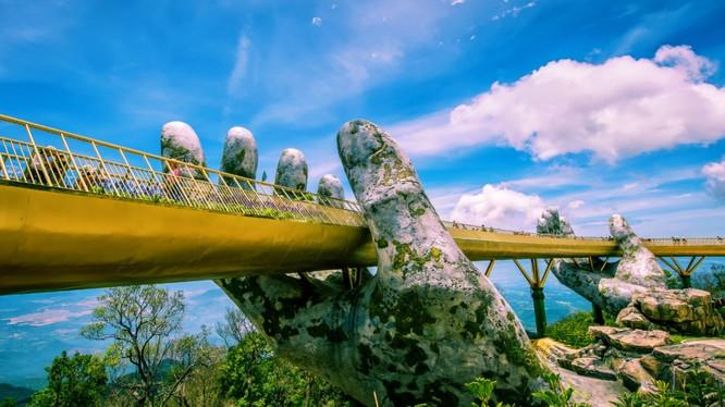 Cây Cầu Vàng trở thành điểm du lịch hấp dẫn trong một dự án bất động sản của BNC (Ảnh: Internet)
