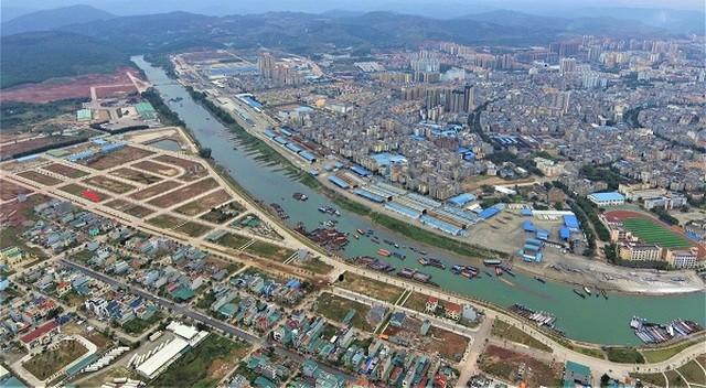 Một đoạn sông Ka Long chảy qua Tp. Móng Cái, tỉnh Quảng Ninh (Ảnh: Internet)