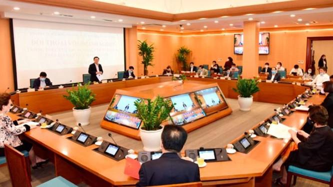 Toàn cảnh buổi hội nghị đối thoại với các doanh nghiệp do Thành ủy - HĐND - UBND TP tổ chức và chiều 16/4 (Ảnh: hanoi.gov.vn)