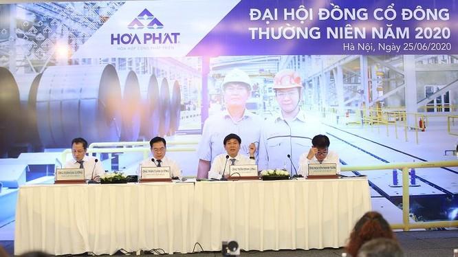 Chủ tịch Tập đoàn Hòa Phát - ông Trần Đình Long - làm chủ tọa tại cuộc họp ĐHĐCĐ thường niên năm 2020 (Nguồn: HPG)
