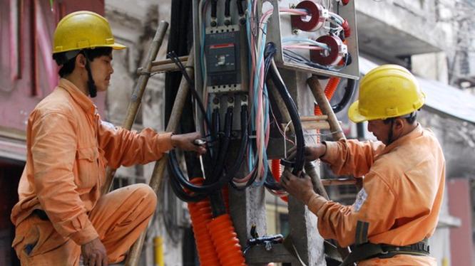 Theo chuyên gia, giá điện 1 bậc được đưa ra là quá lớn và thiếu cơ sở - Ảnh: Thanh Hải