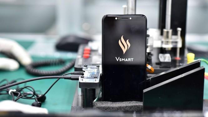 Vingroup dừng làm TV, điện thoại di động, dồn lực cho VinFast