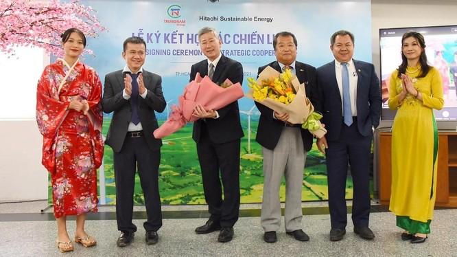 Hitachi mua 35,1% cổ phần nhà máy điện gió Trung Nam