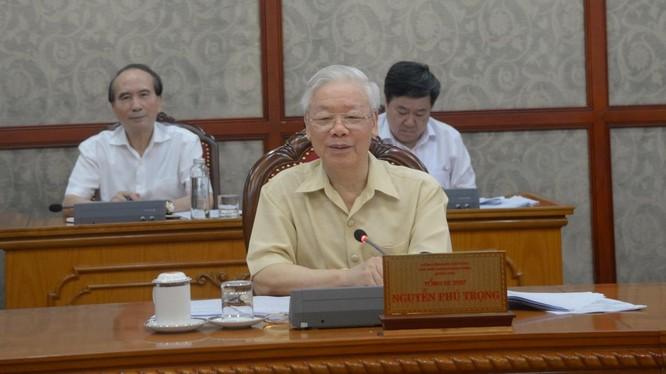 Tổng Bí thư Nguyễn Phú Trọng phát biểu tại cuộc họp chiều 25/6 của Bộ Chính trị (Ảnh: VGP)