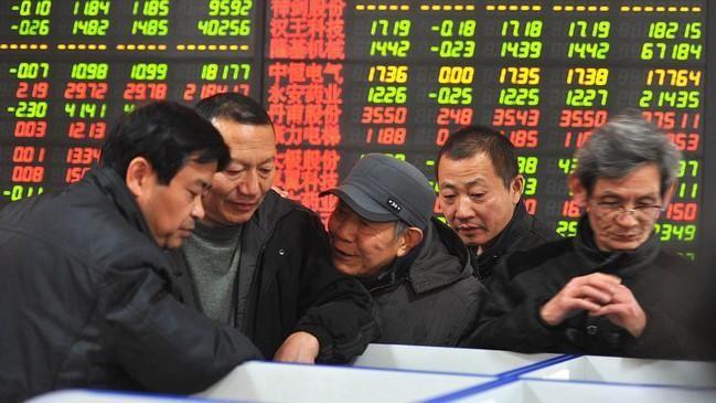 Thị trường chứng khoán Trung Quốc lao dốc sau những động thái siết giáo dục tư nhân của nhà chức trách (Ảnh minh hoạ - Nguồn: Bloomberg)