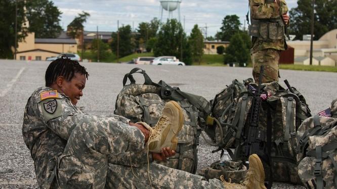 Hàng vạn lính Mỹ khốn khổ vì phải sử dụng giày Tàu chất lượng kém mang mác Wellco