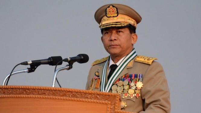 Thống tướng Min Aung Hlaing - Tổng tư lệnh quân đội Myanmar vừa bị Facebook xóa trang facebook cá nhân