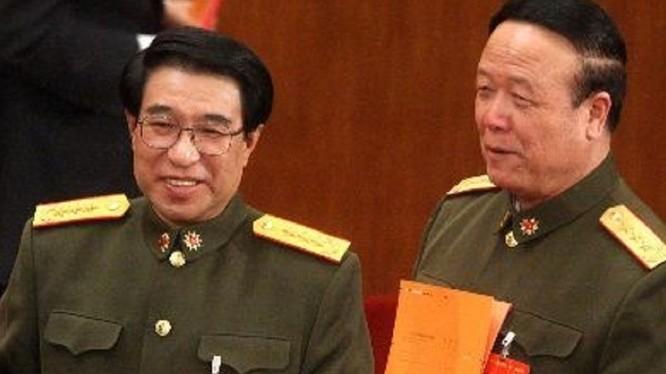 """Sau khi hai cựu Phó chủ tịch Quân ủy Từ Tài Hậu (trái) và Quách Bá Hùng bị hạ gục, đã có hàng trăm tướng quân đội Trung Quốc bị quật ngã trong chiến dịch """"đả Hổ"""""""