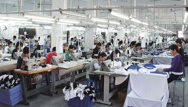 """Các nhà máy gia công truyền thống cần nhiều nhân công đi đầu trong làn sóng """"tháo chạy"""" khỏi Trung Quốc"""