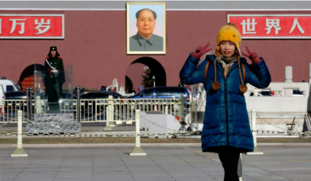 Trần Tư trên Quảng trường Thiên An Môn trong một lần về nước