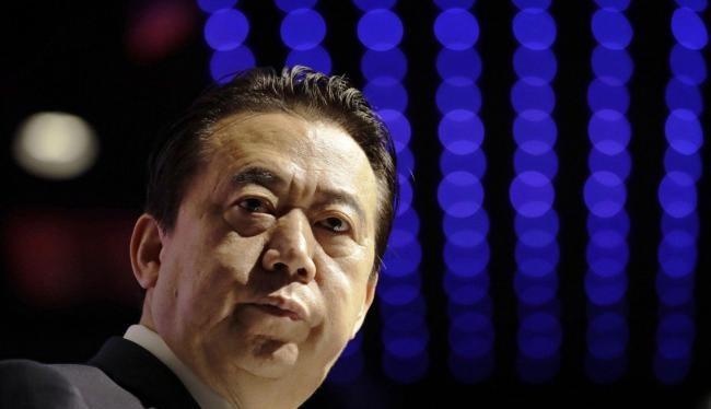 Báo chí Pháp và Hongkong cho rawngfoong Mạnh Hoành Vĩ đã bị Trung Quốc bắt điều tra vì phạm tội kinh tế và tham nhũng