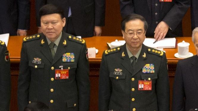 Trương Dương (trái) và Phòng Phong Huy cùng bị xử lý khai trừ đảng tịch, tước quân tịch bãi bỏ lon Thượng tướng.