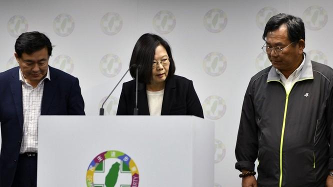 Sau thất bại nặng nề của Đảng Dân Tiến trong cuộc bầu cử địa phương, bà Thái Anh Văn tuyên bố từ chức Chủ tịch đảng