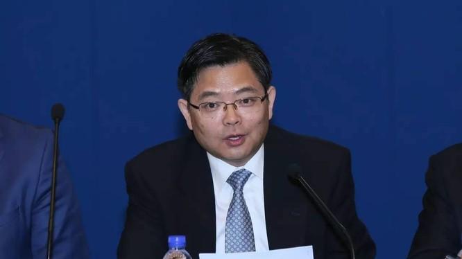 Tôn Ba, Tổng giám đốc Công ty hữu hạn Tập đoàn Công nghiệp nặng tàu thuyền Trung Quốc vừa bị khai trừ đảng và công chức hôm 17.12.