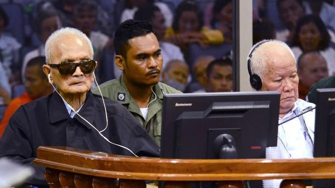 Hai đồ tể Ta Mok và Khieu Shamphan bị tòa án quốc tế xét xử về tội diệt chủng