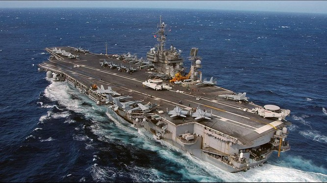 Sau khi thăm Trung Quốc, Bộ trưởng Hải quân Mỹ đã để ngỏ khả năng đưa tàu sân bay váo eo biển Đài Loan.