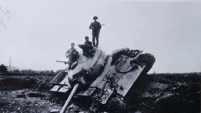 Xe tăng Trung Quốc bị phá hủy tại mặt trận Cao Bằng. Ảnh tư liệu.