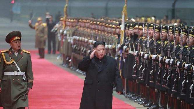 Nhà lãnh đạo Triều Tiên Kim Jong-un trở về Bình Nhưỡng sau cuộc gặp gỡ thượng đỉnh Hà Nội. Dư luận quốc tế rất quan tâm liệu Triều Tiên có tiếp tục chương trình phi hạt nhân hóa không?