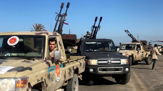 Được sự ủng hộ của Nga, Ai Cập và UAE,lực lượng Quân đội quốc gia Libya của Khalifa Haftar đã kiểm soát phần lớn lãnh thổ cả nước và đang tiến chiếm Tripoli.
