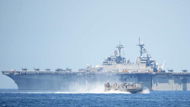 Mỹ huy động tàu sân bay, máy bay tàng hình và các phương tiện quân sự hiện đại diễn tập hiệp đồng chiếm lại đảo trên Biển Đông cùng quân đội Philippines.