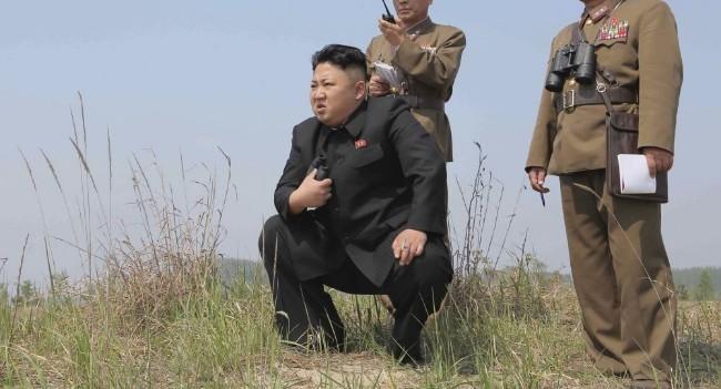 Nhà lãnh đạo Kim Jong Un tham quan và chỉ đạo vụ bắn thử vũ khí mới.