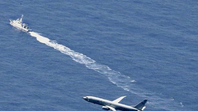 Các máy bay và hạm tàu của Mỹ, Nhật tìm kiếm chiếc máy bay bị rơi và ngăn cản nước khác tìm kiếm, trục vớt chiếc F-35A bị rơi