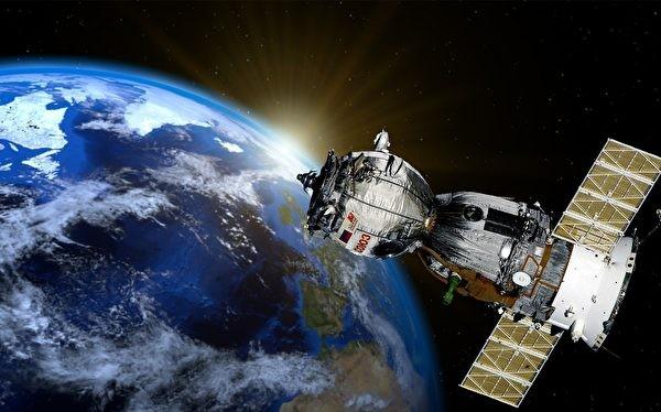 Trung Quốc đã lách luật quản chế cấm xuất khẩu vệ tinh, sử dụng băng thông của 9 vệ tinh Mỹ để phục vụ cho hoạt động an ninh và quân sự.