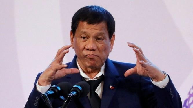 Tổng thống Philippines đe dọa sẽ tuyên chiến với Canada nếu nước này không thu hồi rác thải trở về nước họ.