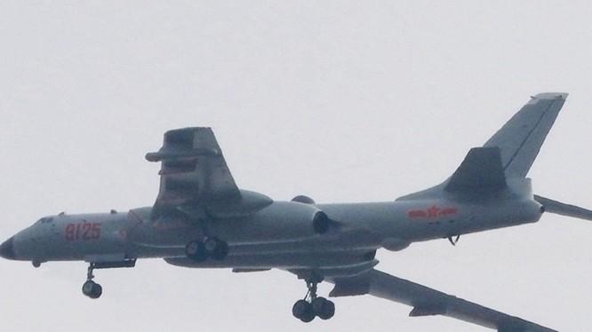 Hình ảnh chiếc H-6J lộ diện trên mạng Internet Trung Quốc