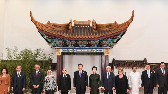Chủ tịch Tập Cận Bình và phu nhân tiếp và chiêu đãi lãnh đạo các nước đến dự đại hội