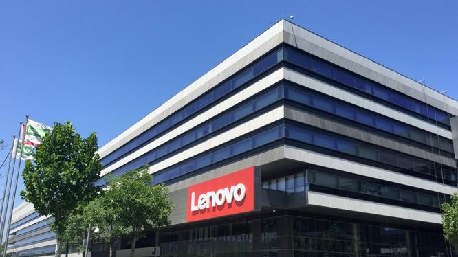 Lenovo đang hứng chịu búa rìu dư luận ở Trung Quốc vì những phát biểu của ông Hoàng Vĩ Minh, CFO của tập đoàn
