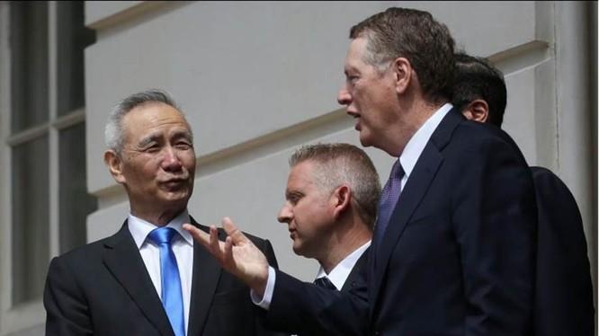 Đằng sau việc đàm phán mậu dịch Trung - Mỹ đổ vỡ chứa đựng nhiều nguyên nhân phức tạp. Ảnh: hai ông Lưu Hạc và Robert Lighthizer sau vòng đàm phán thứ 11.