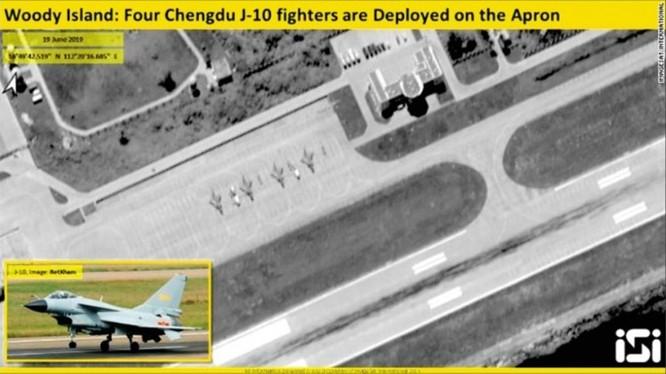 Hình ảnh vệ tinh chụp cho thấy 4 chiếc J-10 đỗ trên đường băng sân bay ở đảo Phú Lâm, Hoàng Sa
