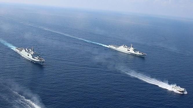 Một cuộc diễn tập ở eo biển Đài Loan được Trung Quốc tiến hành vào lúc này được cho là nhằm đáp trả việc Mỹ bán vũ khí cho Đài Loan và cho phép bà Thái Anh Văn quá cảnh