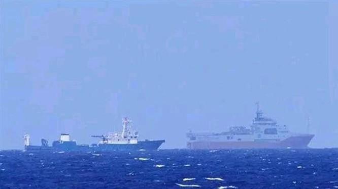 """Tàu """"Địa chất biển - 8"""" của Trung Quốc (trước) cùng tàu hộ tống hoạt động thăm dò trái phép trong vùng biển thuộc vùng đặc quyền kinh tế của Việt Nam"""