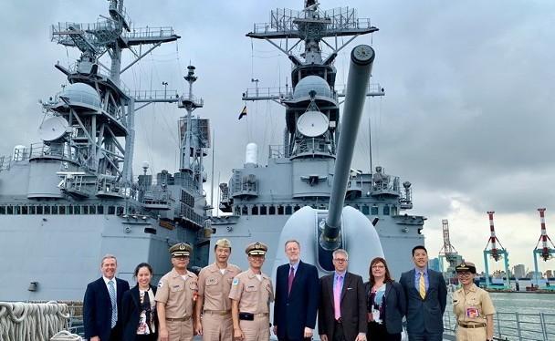 Ông Brent Christensen, Giám đốc Hiệp hội Mỹ ở Đài Loan công khai thăm tàu chiến Đài Loan được coi là cố ý cho Trung Quốc Đại Lục thấy mối quan hệ quân sự gắn bó Mỹ - Đài
