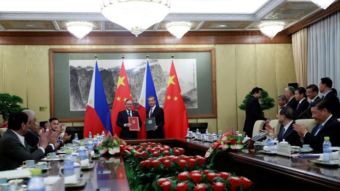 Tuy trong chuyến thăm Bắc Kinh của ông Duterte, hai nước đã ký thỏa thuận thành lập Ủy ban liên chính phủ và nhóm công tác về hợp tác khai thác chung dầu khí ở Biển Đông nhưng việc thực hiện có vẻ xa vời. (Ảnh: Reuters)