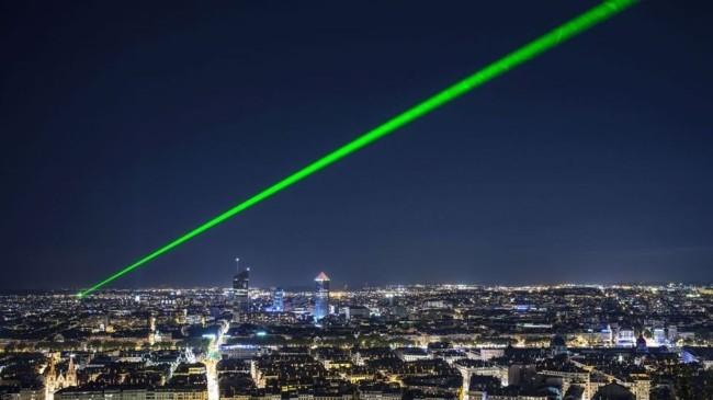 Trung Quốc đã triển khai hệ thống vũ khí laser trên mặt đất và trên tàu để phòng thủ chống tên lửa. Ảnh: Creaders