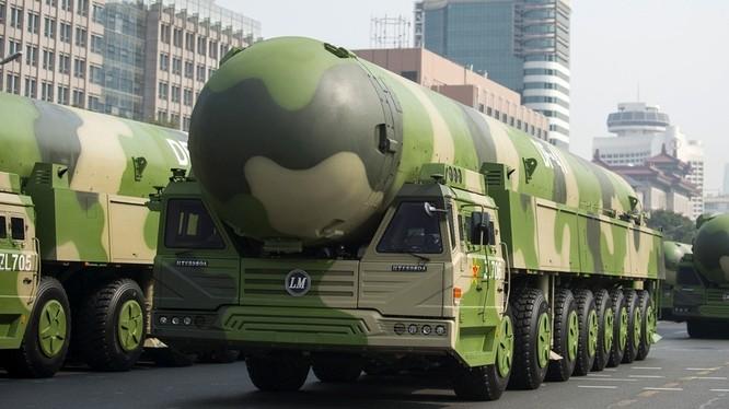 Sự xuất hiện của lữ đoàn tên lửa DF-41 gây lo ngại về sự gia tăng số lượng đầu đạn hạt nhân của Trung Quốc .