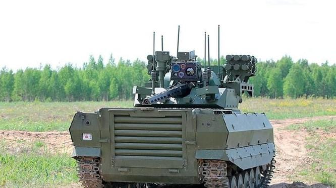 Trong tương lai, robot chiến đấu sẽ thay thế dần người lính trên chiến trường. Ảnh: Robot chiến đấu của Nga đang được thử nghiệm.