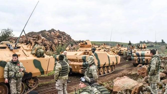 Quân đội Thổ Nhĩ Kỳ tiến vào đất Syria nhằm tiêu diệt lực lượng người Kurd và lập vùng đệm an ninh trên đất Syria.