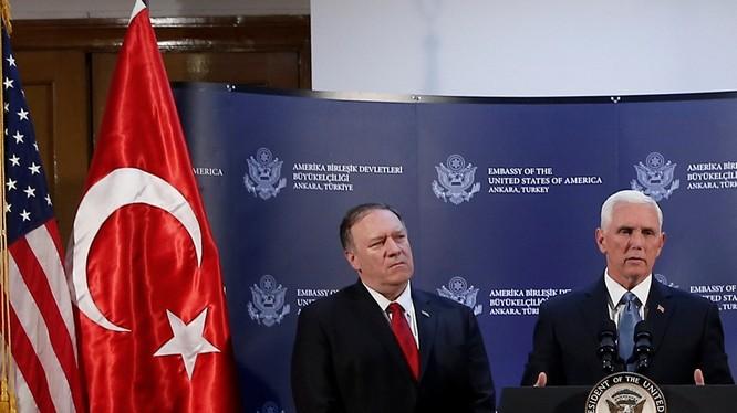 Phó Tổng thống Mỹ Mike Pence họp báo tại Ankara tuyên bố Mỹ và Thổ Nhĩ Kỳ đã đạt được thỏa thuận ngừng bắn cho việc Thổ Nhĩ Kỳ chấm dứt hoạt động quân sự và rút quân khỏi miền Bắc Syria.
