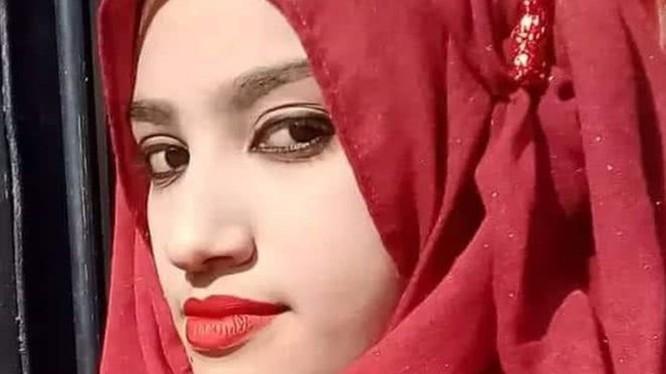 Cô nữ sinh bất hạnh và kiên cường Nusrat Jahan Rafi - người đã bị thiêu chết vì kiên quyết chống nạn xâm hại tình dục.
