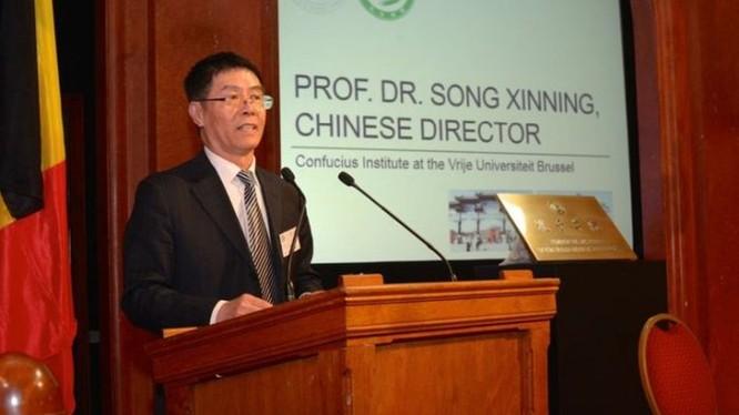 Ông Tống Tân Ninh, Giám đốc Viện Khổng Tử trường VUB bị cấm nhập cảnh Bỉ và 26 quốc gia khối Schengen vì hoạt động gián điệp.