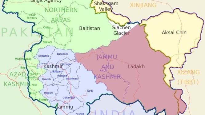 Từ ngày 31/10, chính phủ Ấn Độ quyết định phân chia bang Jammu & Kashmir thành hai vùng lãnh thổ trực thuộc chính phủ liên bang (màu Tím và Xanh tím) đã gây nên khẩu chiến ngoại giao giữa Ấn Độ và Trung Quốc.
