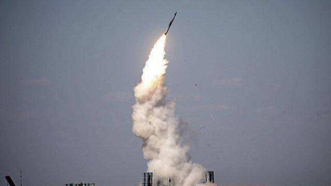 Tên lửa S-300 của Syria lần đầu khai hỏa đã bắn hạ 3 máy bay không người lái của Israel mà đối phương không dám trả đũa.